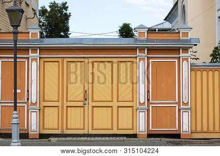 Beautifull Ate And Door, Wicket And Fence. Tall Painted Barrier. Russian Style. Wooden Architecture.