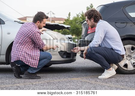 Two Men Reporting A Car Crash For The Insurance Claim