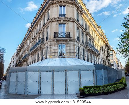 Paris, France - March 26, 2019: Fouquets On The Champs Elysees Avenue, After Ransacking By Yellow Ve