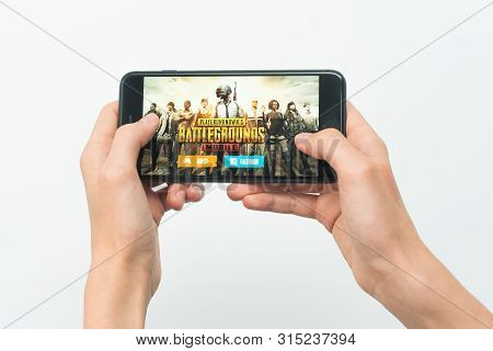 Samara, Russia -07, 29, 2019: A Young Guy Plays A Pubg Game On Iphone 8 Plus. Teenage Boy Holding A