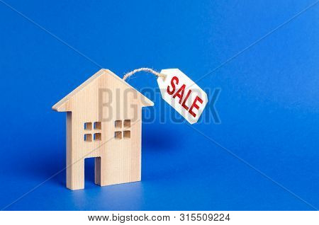 House Figure And Sale Price Tag. Realtor Services. Housing, Credit And Mortgage Loans. Property Valu