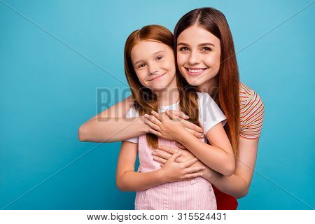 Pretty Foxy Small Lady And Her Mom Enjoy Homecoming After Summer Vacation Wear Casual Clothes Isolat