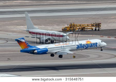 Las Vegas, Nevada, Usa - May 6, 2013: Allegiant Air Mcdonnell Douglas Md-83 About To Touch Down On T