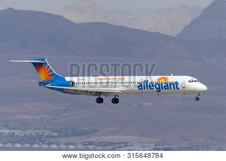 Las Vegas, Nevada, Usa - May 6, 2013: Allegiant Air Mcdonnell Douglas Md-83 Airliner On Approach To