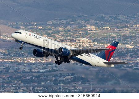 Las Vegas, Nevada, Usa - May 8, 2013: Delta Air Lines Boeing 757 Large Commercial Airliner Aircraft