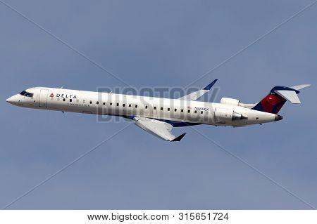 Las Vegas, Nevada, Usa - May 8, 2013: Delta Connection Bombardier Crj-900lr Regional Airliner Aircra