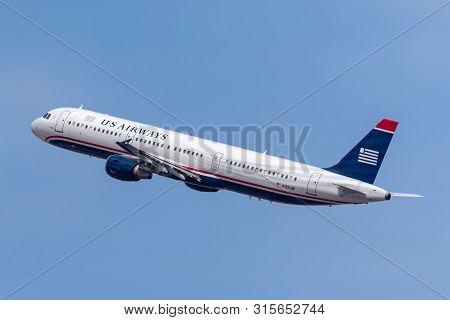 Las Vegas, Nevada, Usa - May 8, 2013: Us Airways Airbus A321-211 Taking Off From Mccarran Internatio