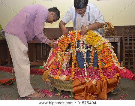 Decorating Lord Shiva Hatkeshwar