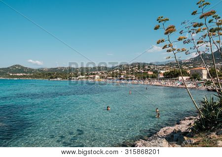 Ile Rousse, Corsica, France - 6th August 2019. A Crowded Beach Of Holidaymakers Enjoy The Sunshine A