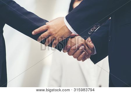 Trustworthy Honor Business Are Valuable For Responsible Collaboration Business Teamwork. Dealing Bus