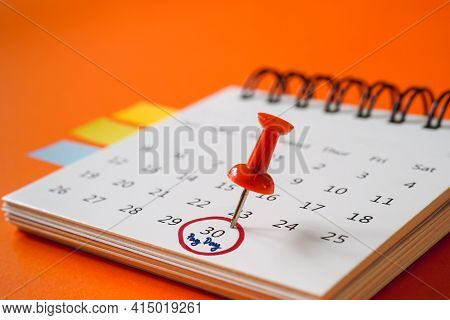 Red Pushpin , Red Circle And Pay Day Text Marked   The Last Day Of Month On White Calendar With Blur