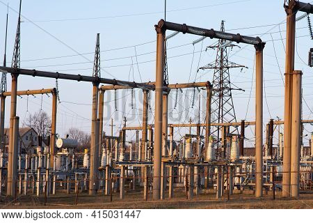 Wire Line Transmission Electron. Power Transmission Substation.