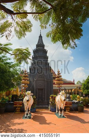Black Stupa In Wat Preah Prom Rath, A Buddhist Temple Complex Built In The 13th Century, In Siem Rea