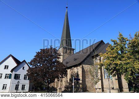 Muelheim An Der Ruhr City In Germany. Old Town Architecture In Kirchenhuegel Area. Petrikirche - Eva