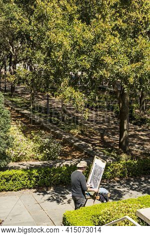Charleston Sc - March 28, 2019: An Artist Draws A Painting Representing Trees In A Park In Charlesto