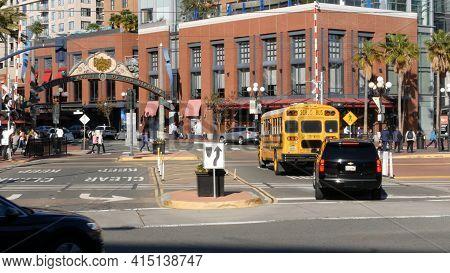 San Diego, California Usa - 13 Feb 2020: American Yellow School Bus On Street In Downtown. Schoolbus