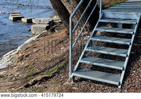 Stair Construction With Railing With High Resistance To Deformation Even Under High Load Galvanized