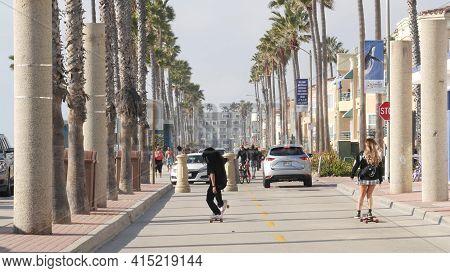 Oceanside, California Usa - 8 Feb 2020: People On Waterfront Promenade, Beachfront Boardwalk Near Pi