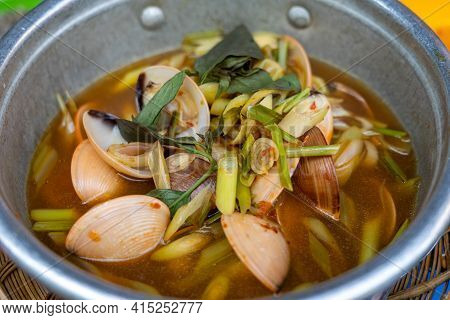 Clam Cooked With Lemongrass And Chili Pepper - Vietnamese Cuisine