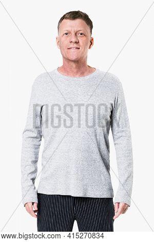 Senior man wearing gray long sleeve t-shirt