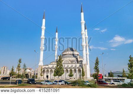 Feqıye Teyran Mosque In Diyarbakir, Northern Kurdistan, Turkey. Mosque Named In Memory Of Medieval K
