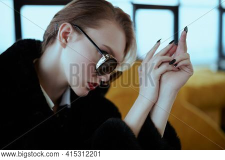 Portrait of a glamorous young woman in fashionable glasses. Beauty, fashion concept. Optics, eyewear.