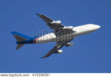 Untitled Plane Flying In The Sky Photo. Aircraft With No Markings. Cargo Airplane With No Titles. Av