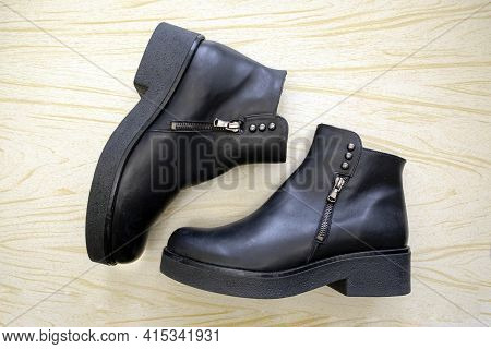 Black Women's Ankle Boots With Zippers And Buttons On A Thick Sole