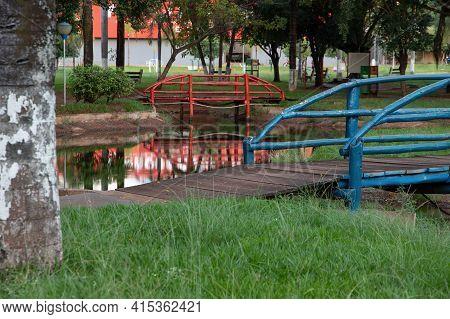 Cassilandia, Mato Grosso Do Sul, Brazil - 04 01 2021: Open Walking Area Square Elza Vendrame With Gr