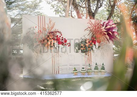 Flower Backdrop Background,wedding Wooden Backdrop With Flower And Wedding Decoration In Garden,wedd
