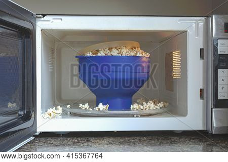 Homemade Fat And Salt Free Popcorns In A Silicon Bpa Free Collapsible Popcorn Popper Bowl Inside Mic