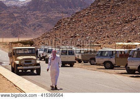 Wadi Rum, Jordan 03-31-2010: A Local Beduin Man Wearing Keffiyeh And White Arabic Jubba Thobe Dress