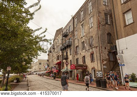 Savannah, Ga,usa 07-04-2018: View Of The Old Town Historic District Of Picturesque Savannah With Tou