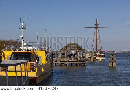 Alexandria, Va, Usa 11-28-2020: Image Of The Harbor District And Waterfront In The Picturesque City