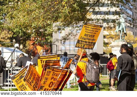 Washington Dc, Usa, 11/06/2020: After The Elections, Anti-trump Protesters Make Demonstrations In Bl