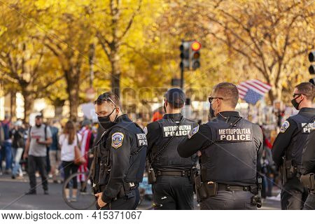 Washington Dc, Usa 11/06/2020: Metropolitan Police Officers Form Barricade To Prevent Tension While