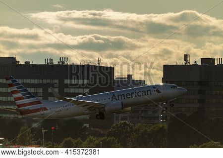 Washington Dc, Usa 10/03/2020: A Boeing 737-823 Airplane Operated By American Airlines Has Just Take