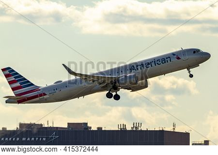 Washington Dc, Usa 10/03/2020: Airbus A321 253nx Model Airplane Operated By American Airlines Is Goi