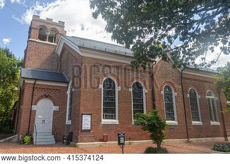Chestertown, Md, Usa 08/30/2020: Close Up View Of The Emmanuel Episcopal Church Located In The City