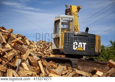 Queenstown, Md, Usa 09/05/2020: A Logging Site Where Trees From Nearby Forest Are Chopped And Cut In