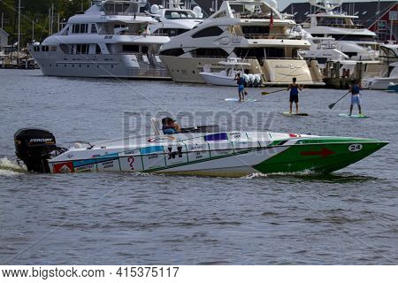 Annapolis, Md 08/21/2020: Close Up Image Of A Class 1 Offshore Powerboat Painted In Monopoly Game De