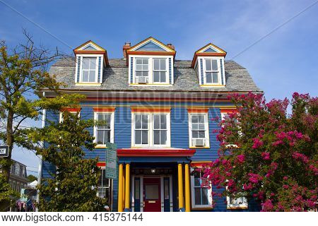 Annapolis, Md 08/21/2020: A Colorful Vintage House In The Historic District Of Annapolis,md. The Sin