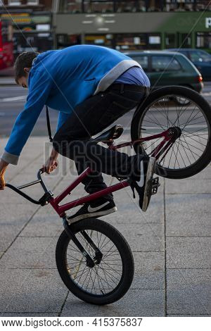 Oxford, Uk 11/08/2009: A Teenager Boy Wearing Hoodie And Sagging Pants Is Doing Acrobatics On A Bmx