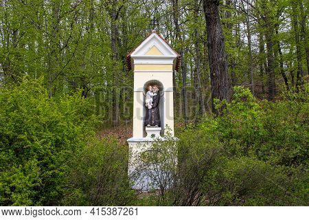 Hluboka Nad Vlavou, Czech - April 25, 2012: This Is A Roadside Alcove Chapel With A Statue Of St. An