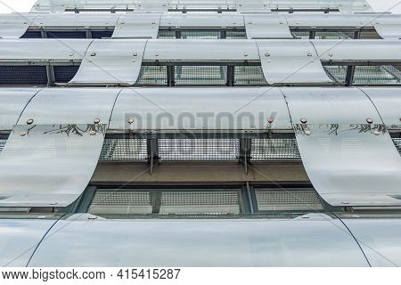 Curved Glass Building Facade, Curved Glass Sheets Cover The Building Facade