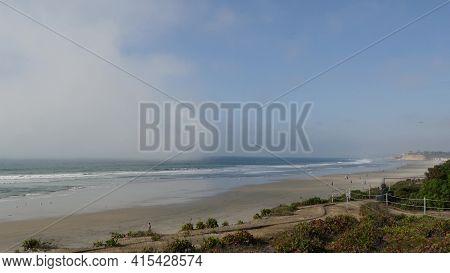 Del Mar, California Usa - 23 Jan 2020: Pacific Ocean Beach View From Above. Vista Point In Seagrove