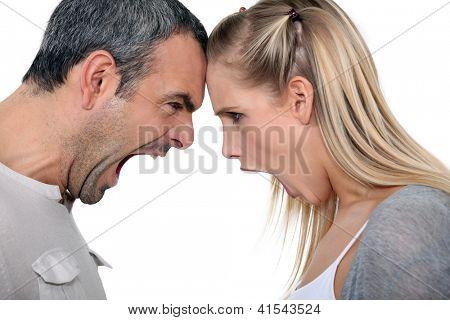 Paar mit einem schreienden match