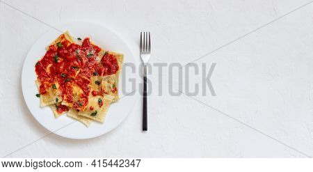 Ravioli With Tomato Sauce, Spinach And Parmesan Cheese. Healthy Eating. Vegetarian Food. Italian Cui