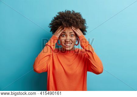 Stressed Young Afro American Woman Grabs Head Clenches Teeth Has Problems Being In Panic Doesnt Know