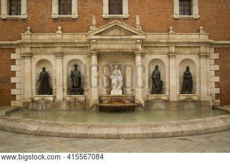 Valencia, Spain, 24 April 2017. Plaza Colegio Del Patriarca In  Town Valencia. Fountain.